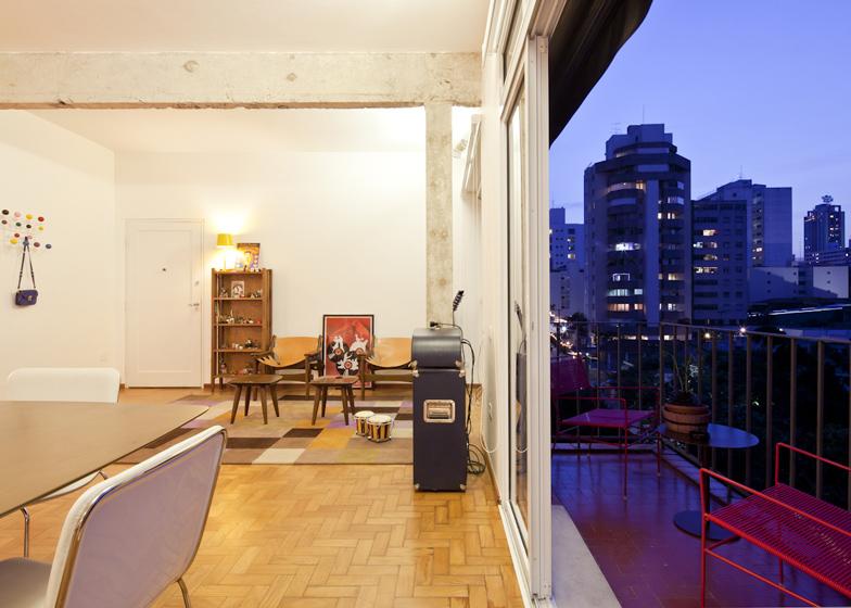 Prostrani stan sa zanimljivim namještajem  MojStan.net