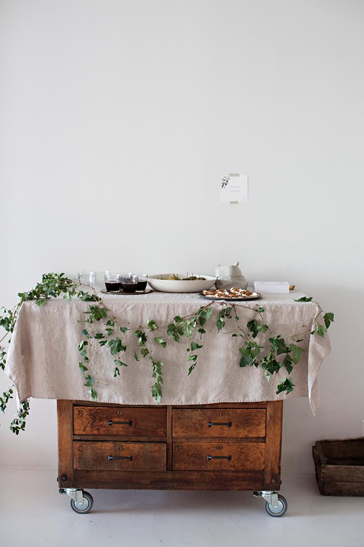 Jednostavno i lijepo uređeni stol za manju obiteljsku proslavu  MojStan.net