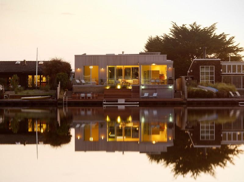 Kuća uz jezero  MojStan.net
