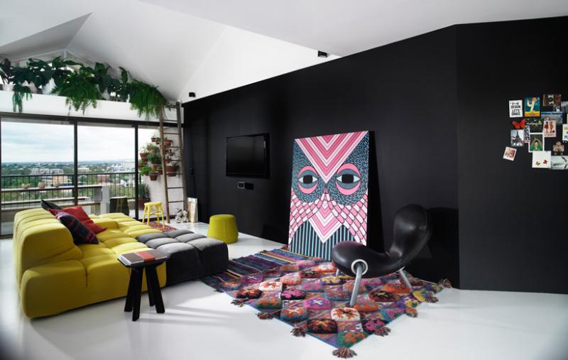 Šareni stan crno-bjelih zidova | MojStan.net