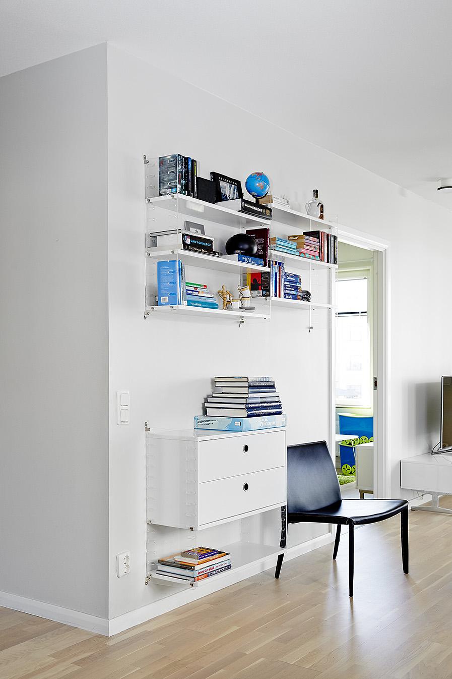 Stan sa plavim i crnim namještajem  MojStan.net