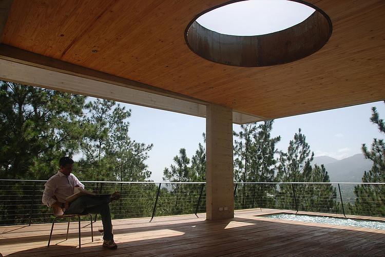RD kuća sa zelenim krovom  MojStan.net