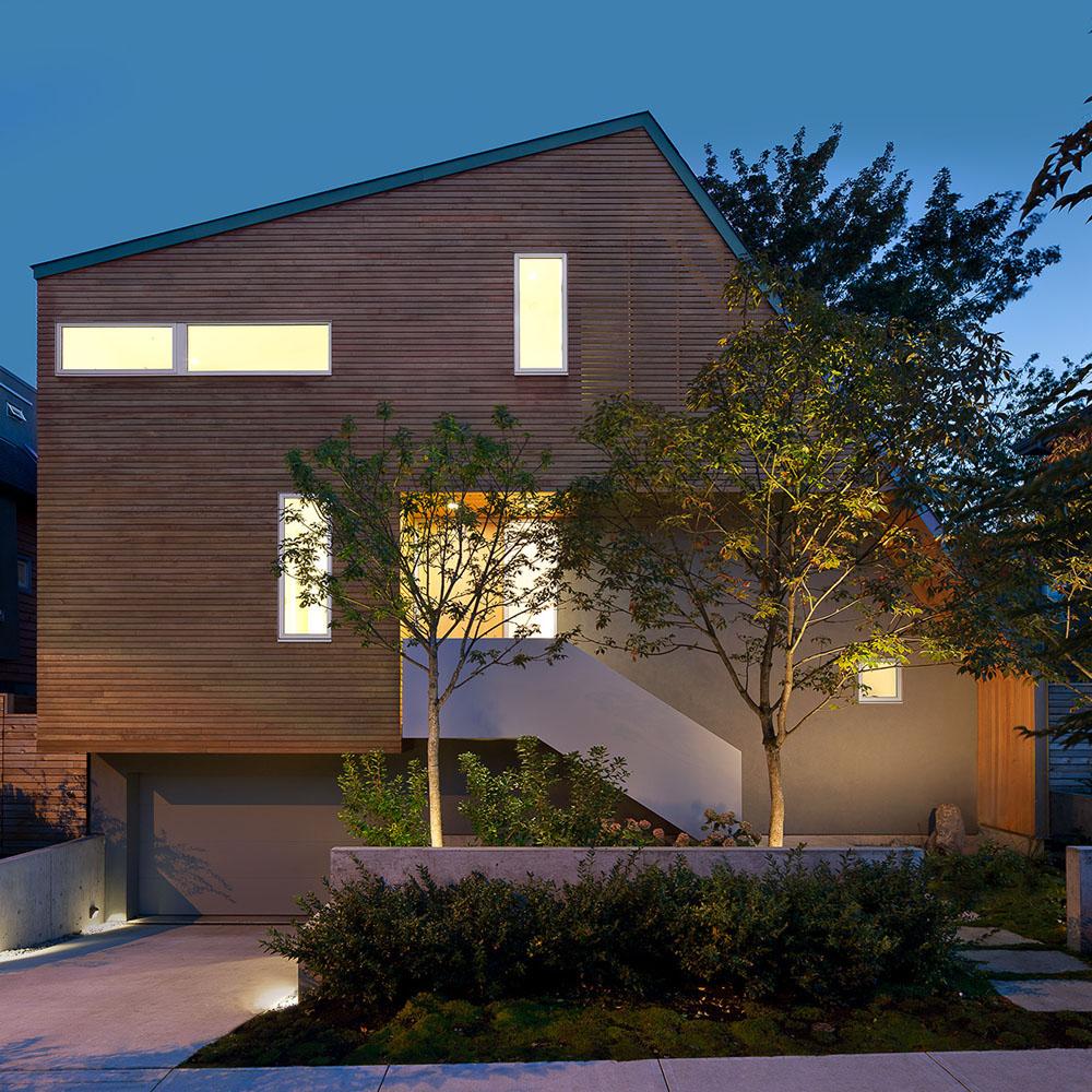 Asimetrična kuća - drvene zidne obloge na fasadama  MojStan.net