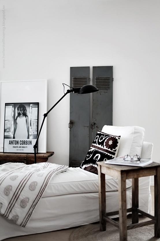 Spavaća soba uređena u industrijskom stilu  MojStan.net