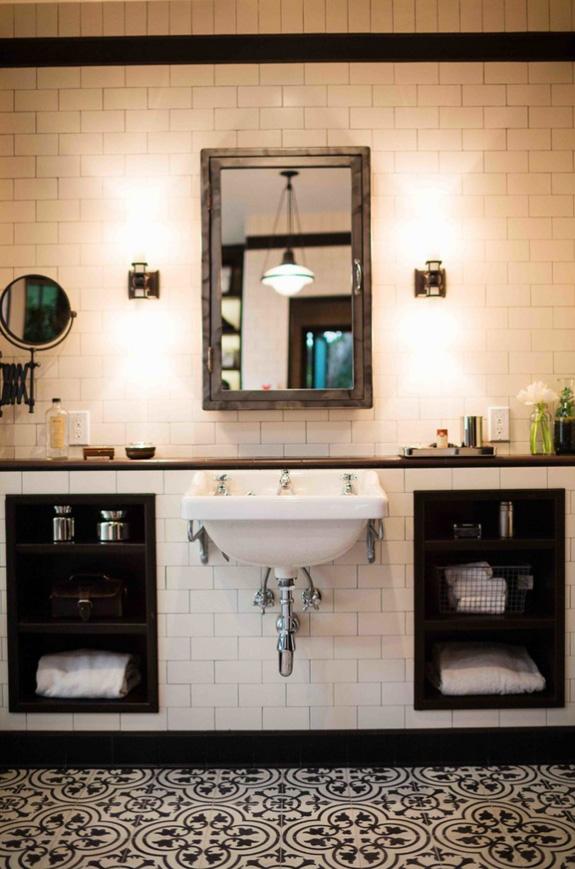 Prostrana crno-bijela kupaonica  MojStan.net