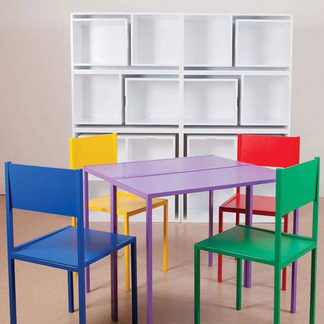 Stol i stolice u policama za knjige  MojStan.net