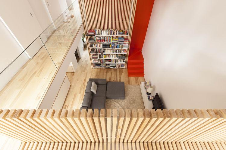 Kuća sa crvenim stepenicama  MojStan.net