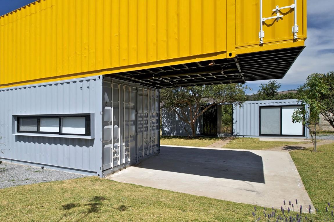 Kuća izgrađena iz brodskih kontejnera  MojStan.net