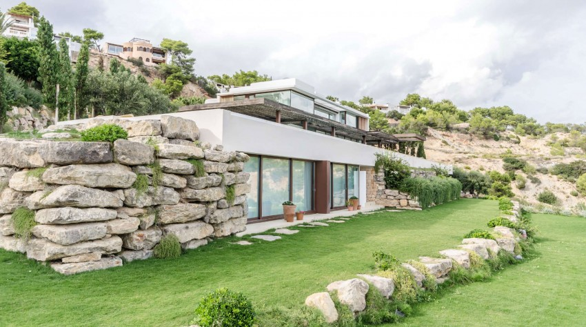 Prekrasna vila na obali Ibize  MojStan.net