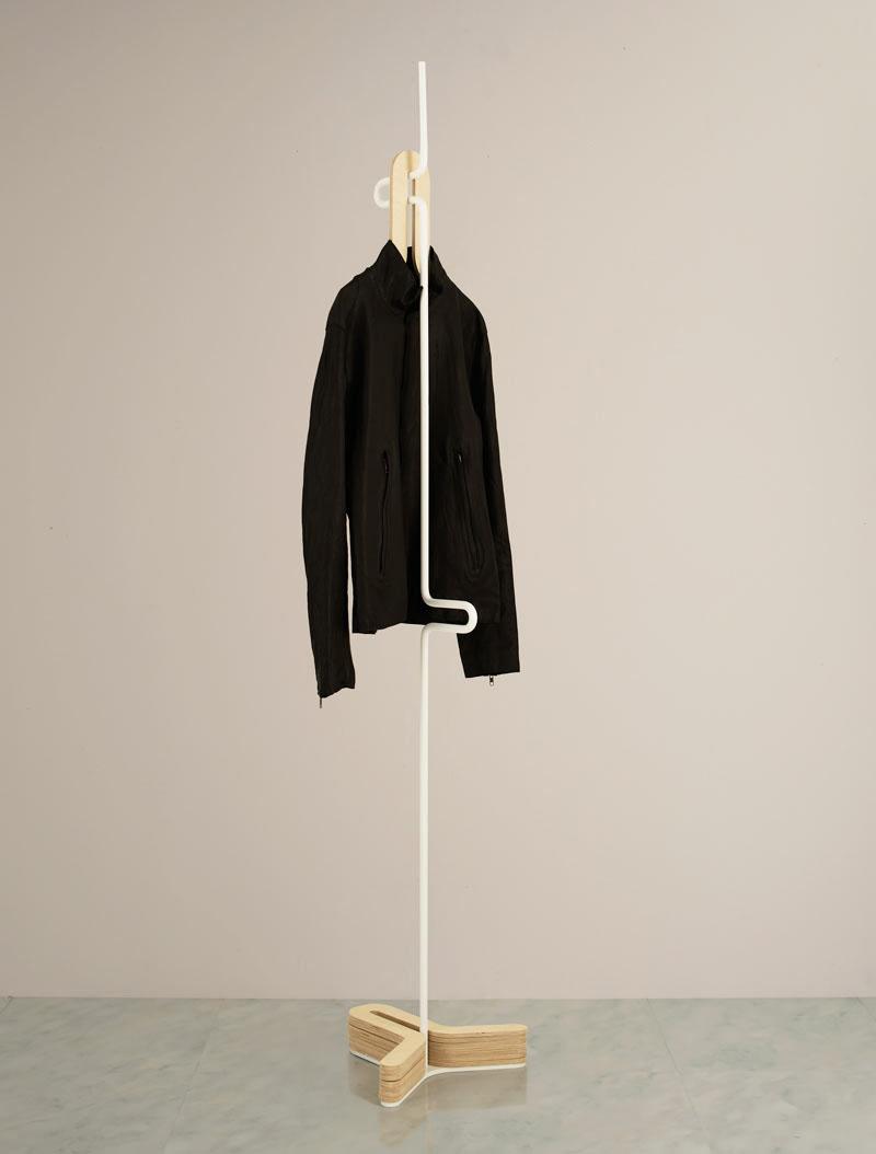 8 samostojećih vješalica za jakne i kapute  MojStan.net