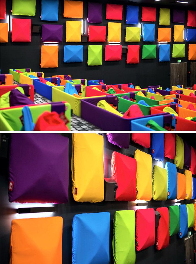 Kino ispunjeno šarenim vrećama za sjedenje  MojStan.net