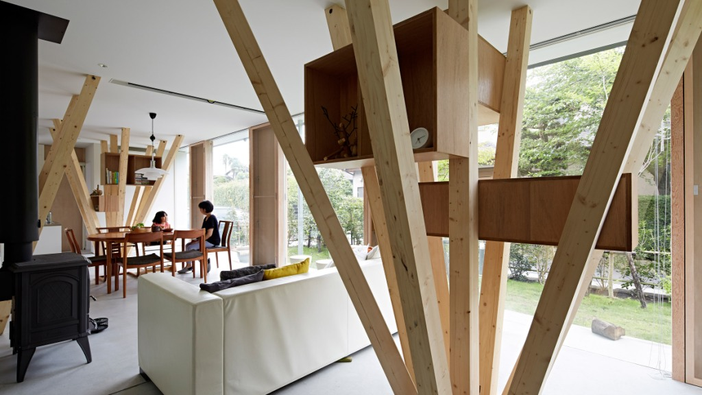 Kuća sa potpornim stupovima poput grana drveta  MojStan.net