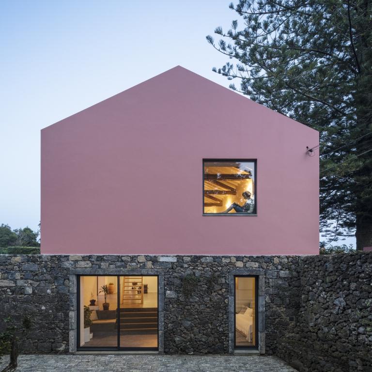Ružičasta kuća
