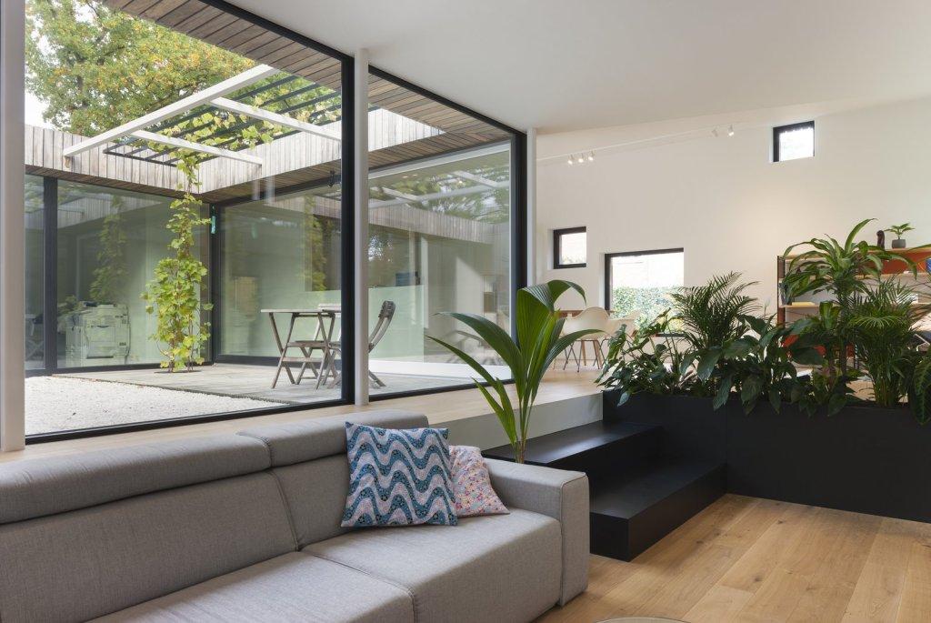 Kuća ispunjena dnevnim svjetlom i velikom dozom privatnosti