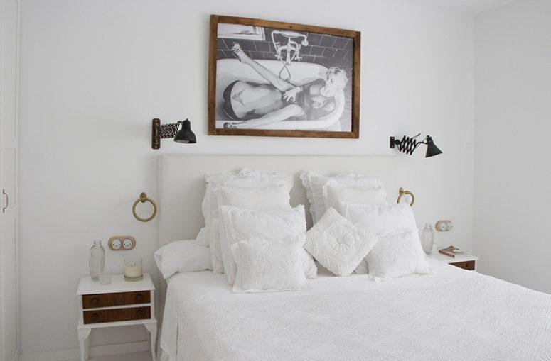 Živahan bijeli stan opremljen Shabby Chic namještajem