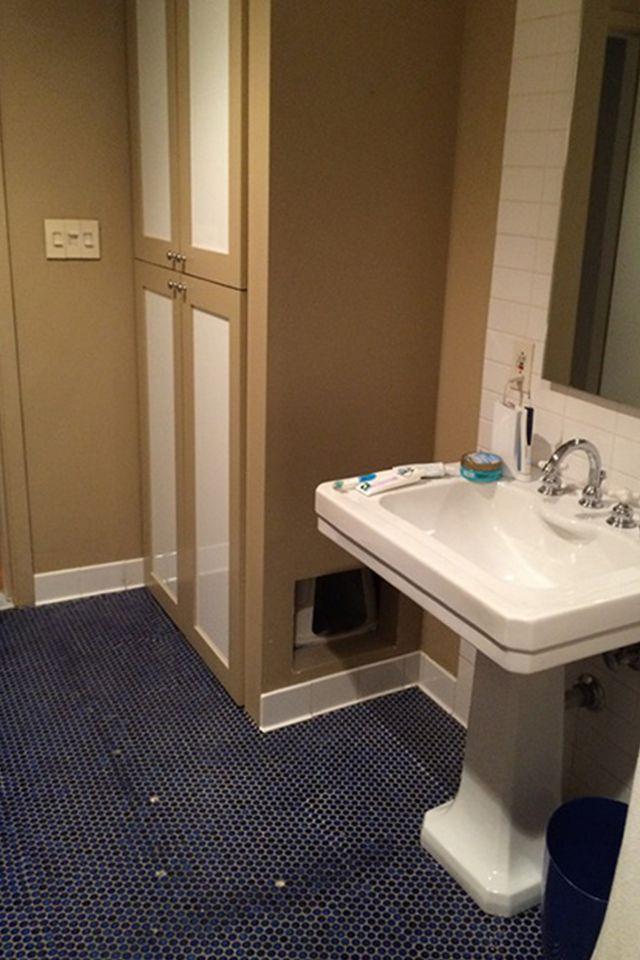 Ružičasti zid za svježi izgled kupaonice nakon preuređenja