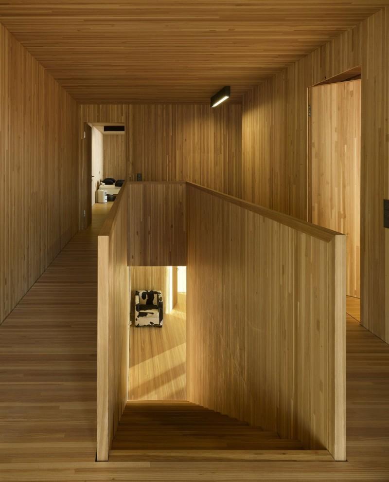 kuća-izvedena-u-kombinaciji-drvai-betona-10