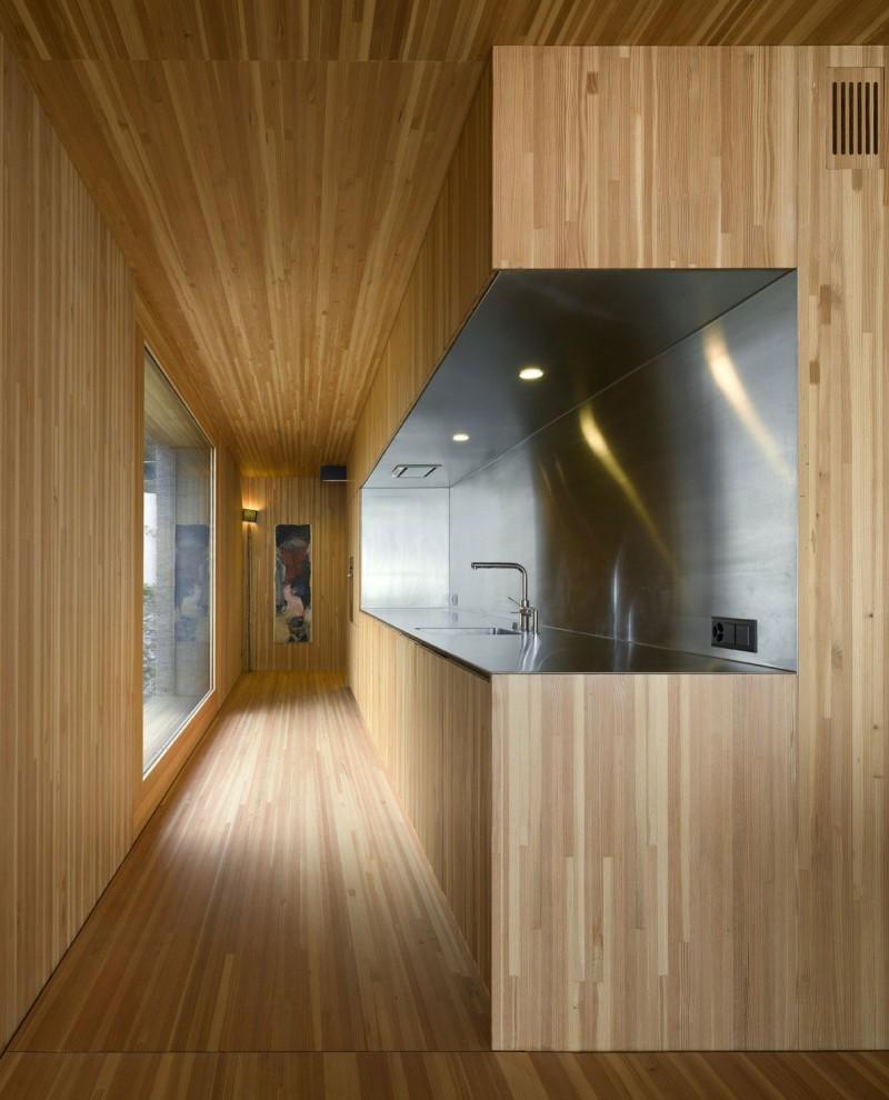 kuća-izvedena-u-kombinaciji-drvai-betona-7