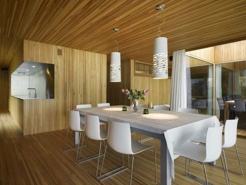 kuća-izvedena-u-kombinaciji-drvai-betona-8