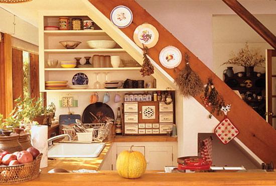 kako-iskoristiti-prostor-ispod-stepenica-kuhinja-26
