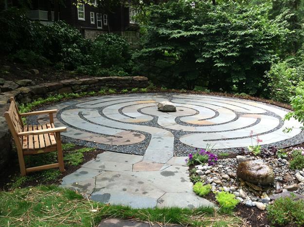 labirint-za-meditaciju-u-središtu-vrta-1