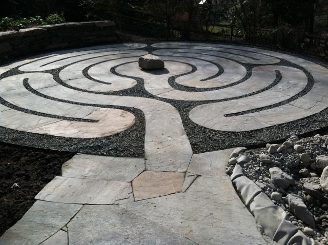 labirint-za-meditaciju-u-središtu-vrta-5