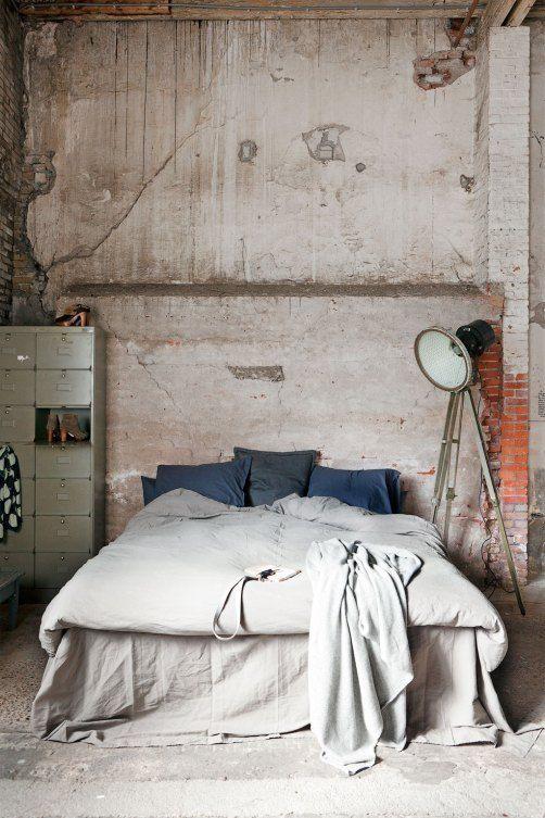 spavaca-soba-uredena-u-industrijskom-stilu-3