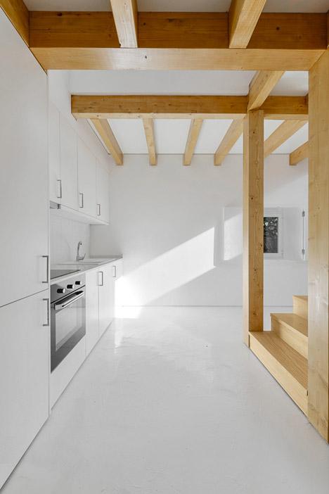kamena-kuca-sa-drvenom-konstrukcijom-17