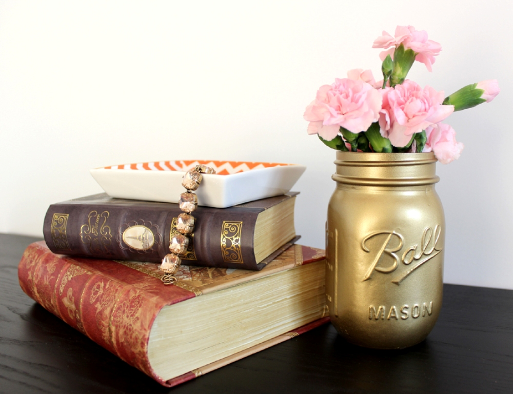 9d389__Gold-Painted-Mason-Jar-DIY