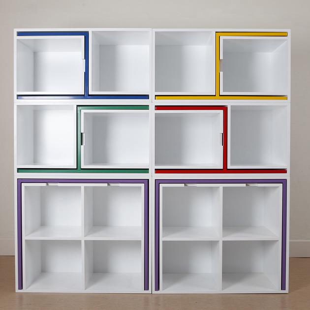 stol-i-stolice-u-policama-za-knjige-1