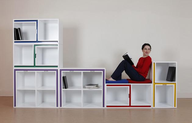 stol-i-stolice-u-policama-za-knjige-5