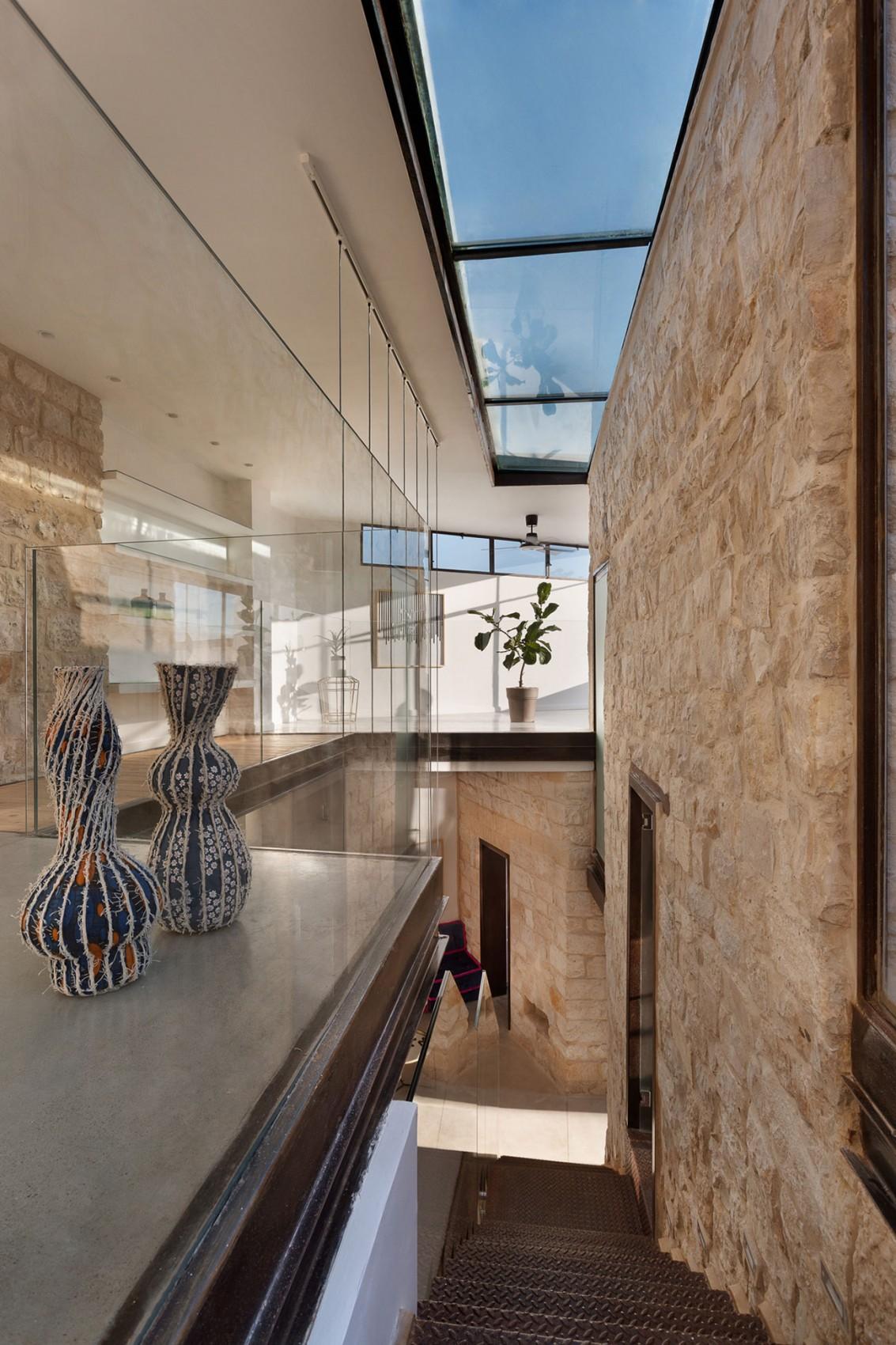 kamena-kuca-by-henkin-shavit-architecture-11