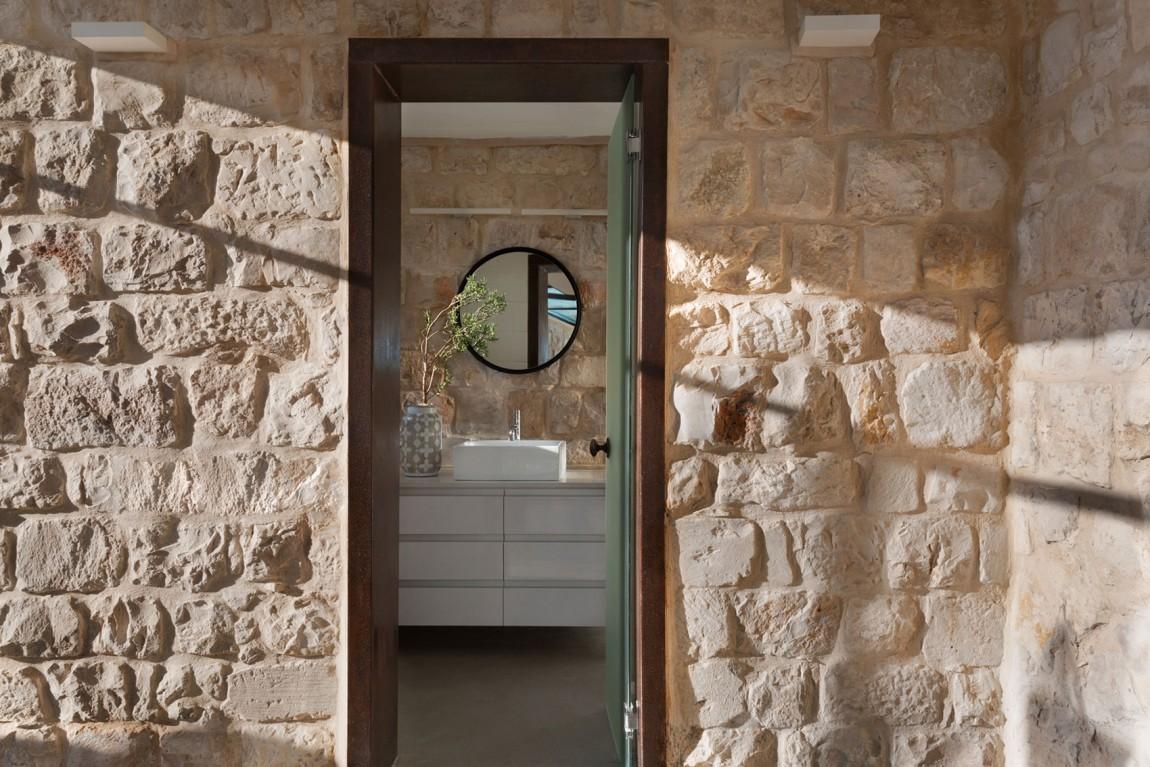 kamena-kuca-by-henkin-shavit-architecture-18