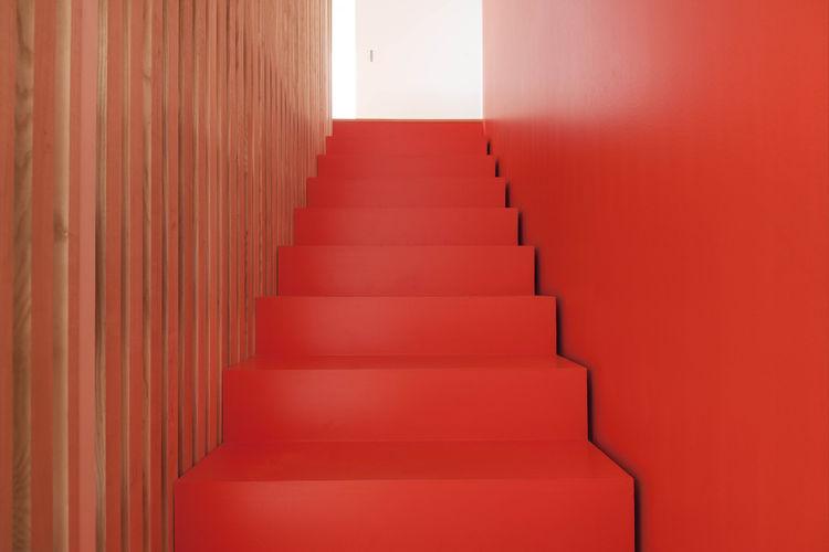 kuca-sa-crvenim-stepenicama-8