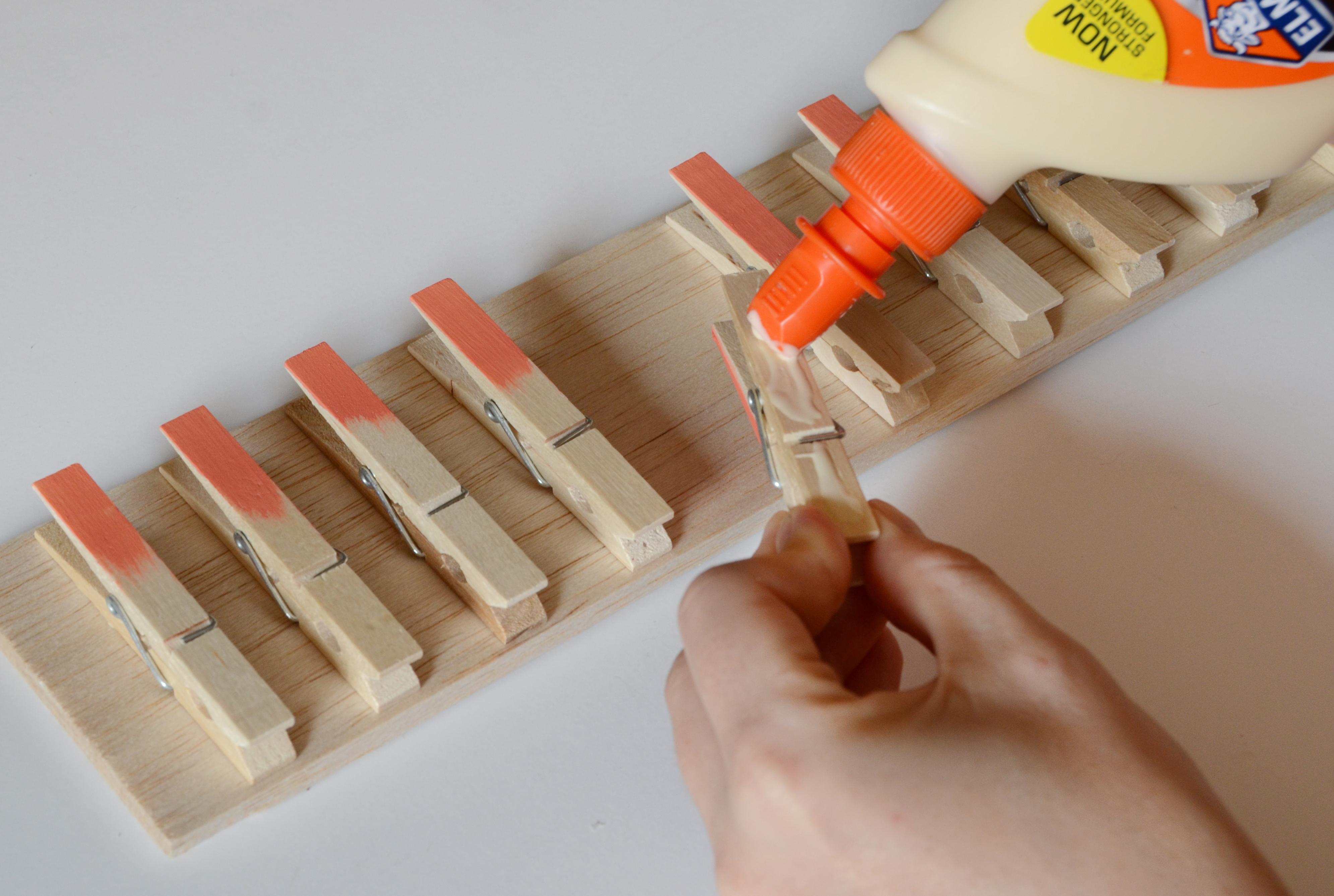 diy-iskoristite-kvacice-za-rublje-za-izradu-vjesalice-5