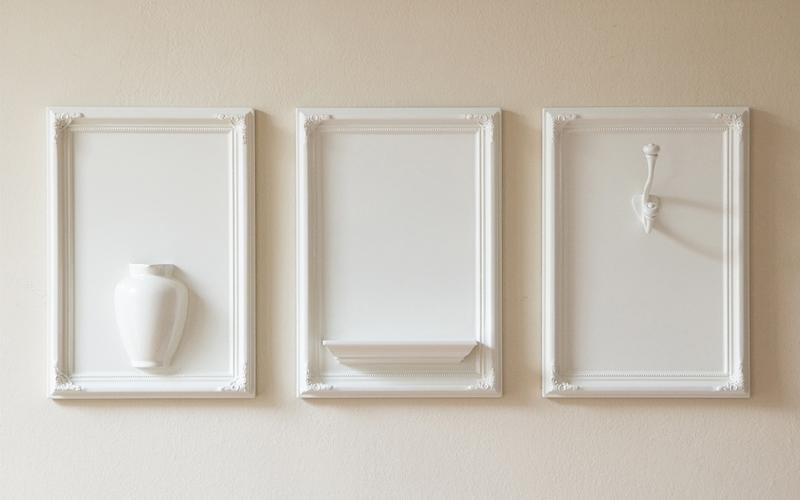 okviri-za-slike-kao-dekoracija-za-zidne-police-14