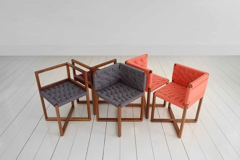 zakrenute-stolice-i-stol-sa-vise-od-4-kuta-1