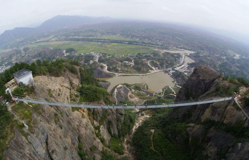 najduži-stakleni-most-3