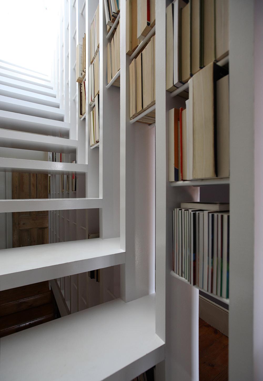 Stepenice i kućna knjižnica u jednom
