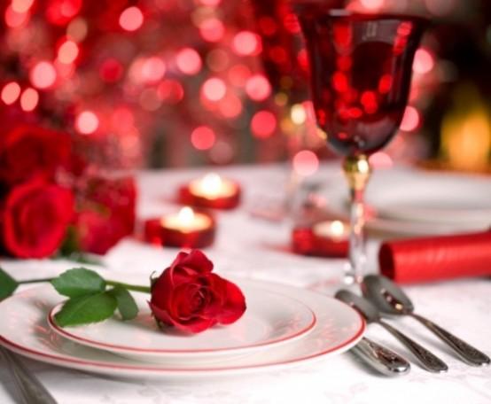 uređenje stola za valentinovo