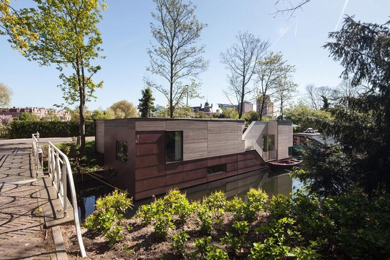 Moderna kuća na vodi