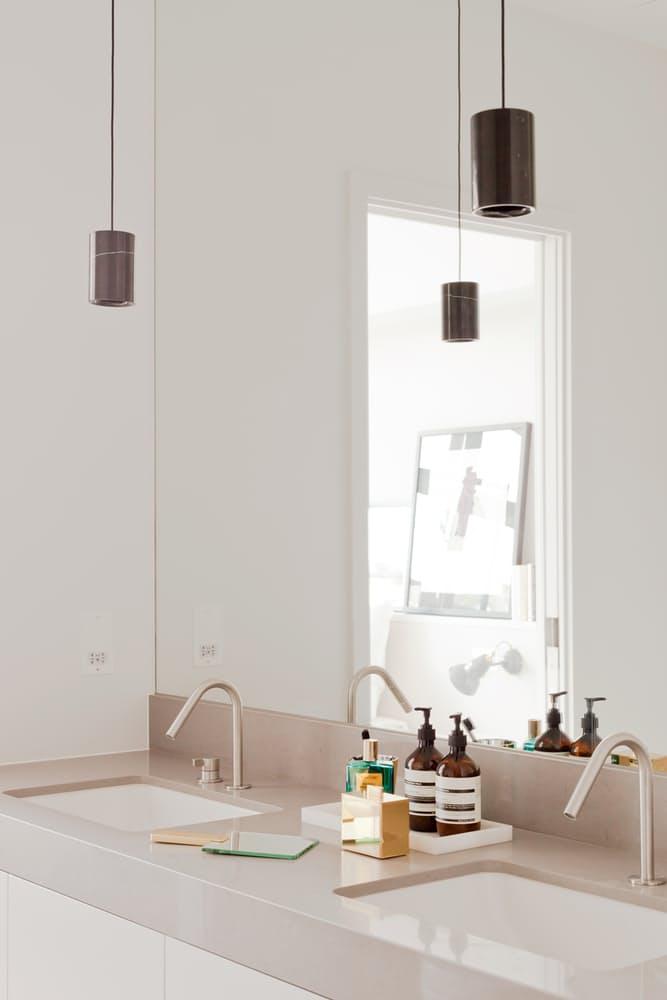 Tvornički prostor pretvoren u moderan stan pun svjetlosti