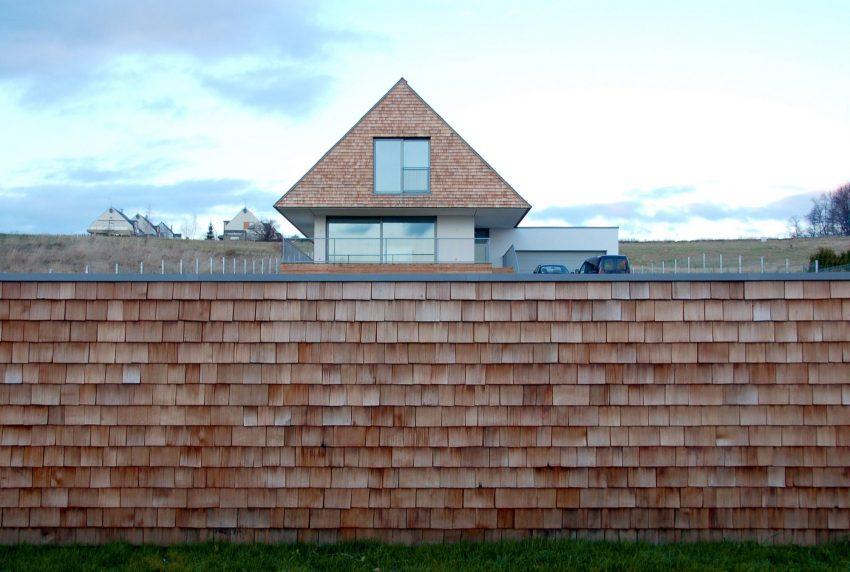 Moderna seoska kuća klasičnih obrisa