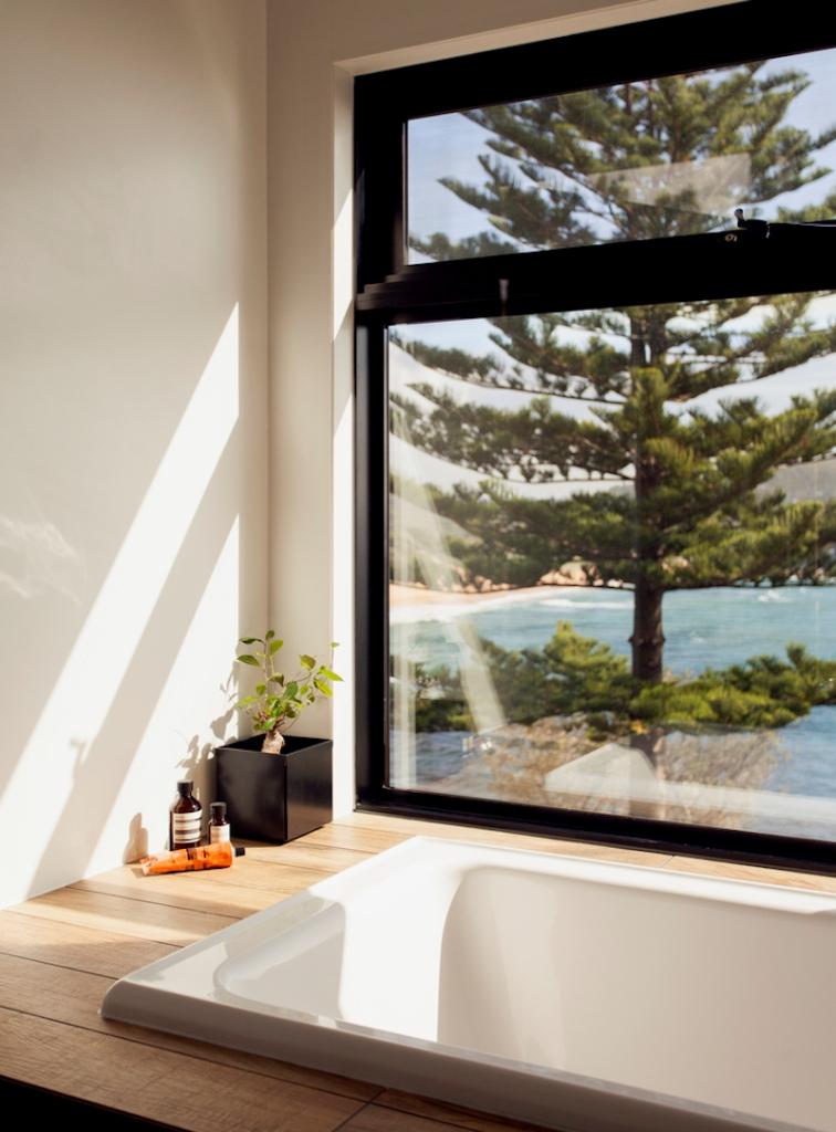 Zelena prizemnica sa pogledom na more
