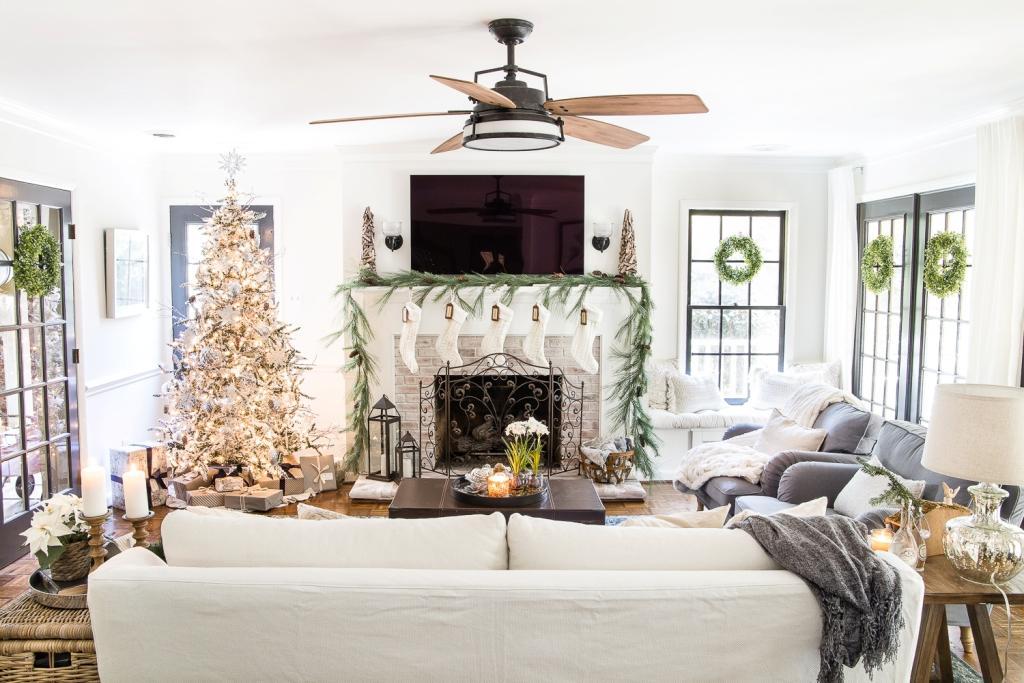 Dom ispunjen Božićnim dekoracijama