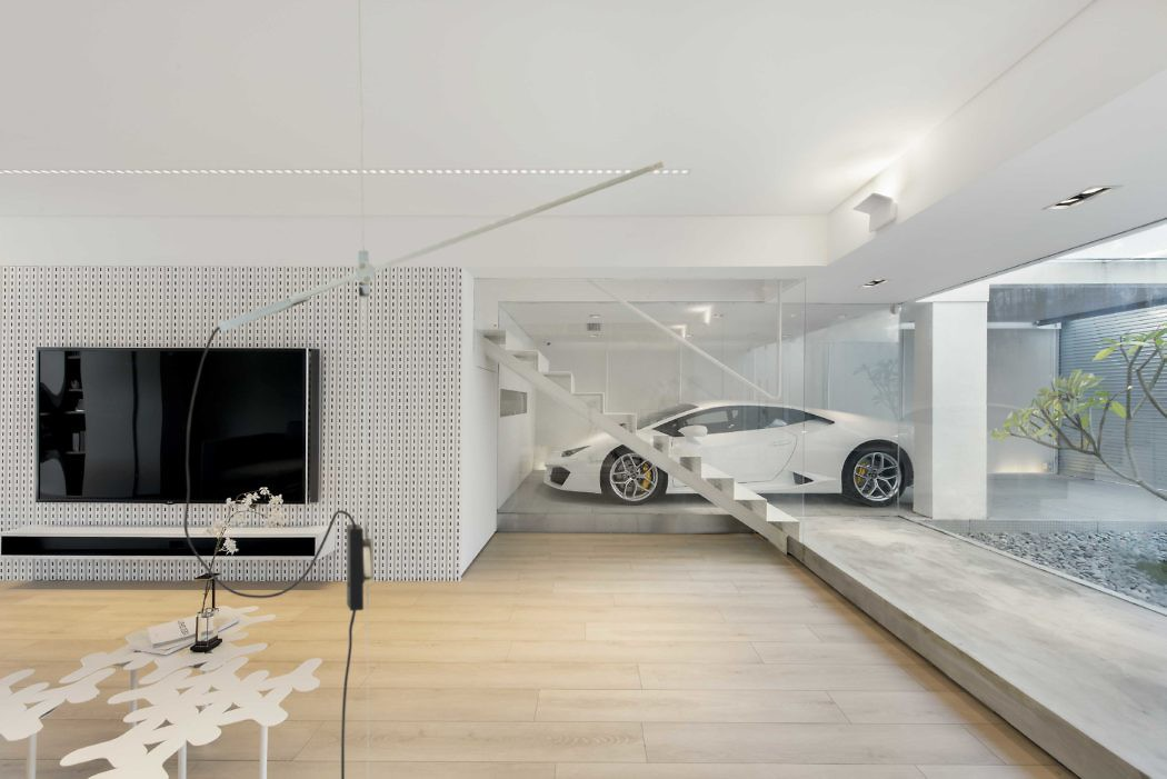Kuća sa pogledom u garažu