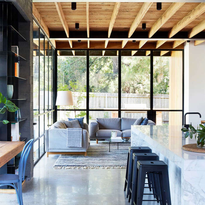 Moderna kuća povezana sa eksterijerom