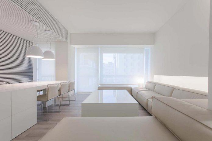 Elegantni stan bijele boje