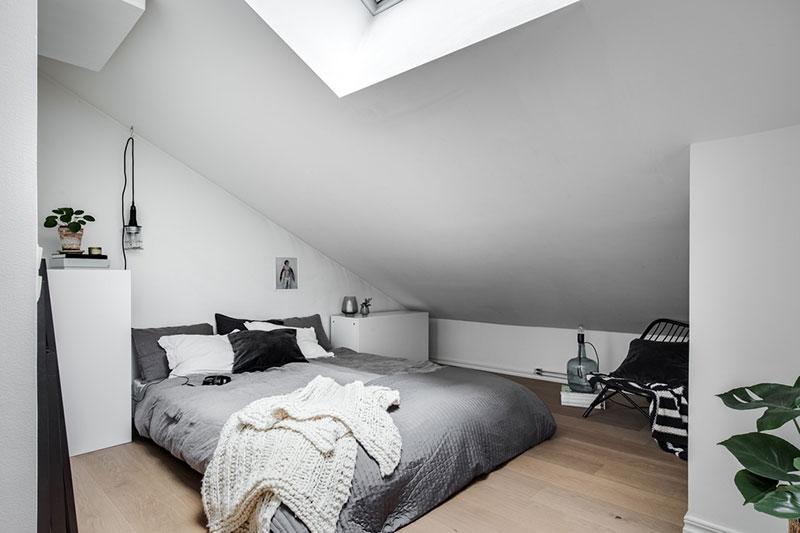 Crno-bijelo potkrovlje na dvije etaže