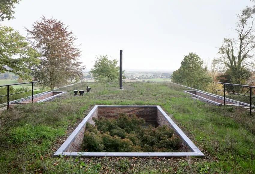 Nevidljiva kuća sa zelenim krovom